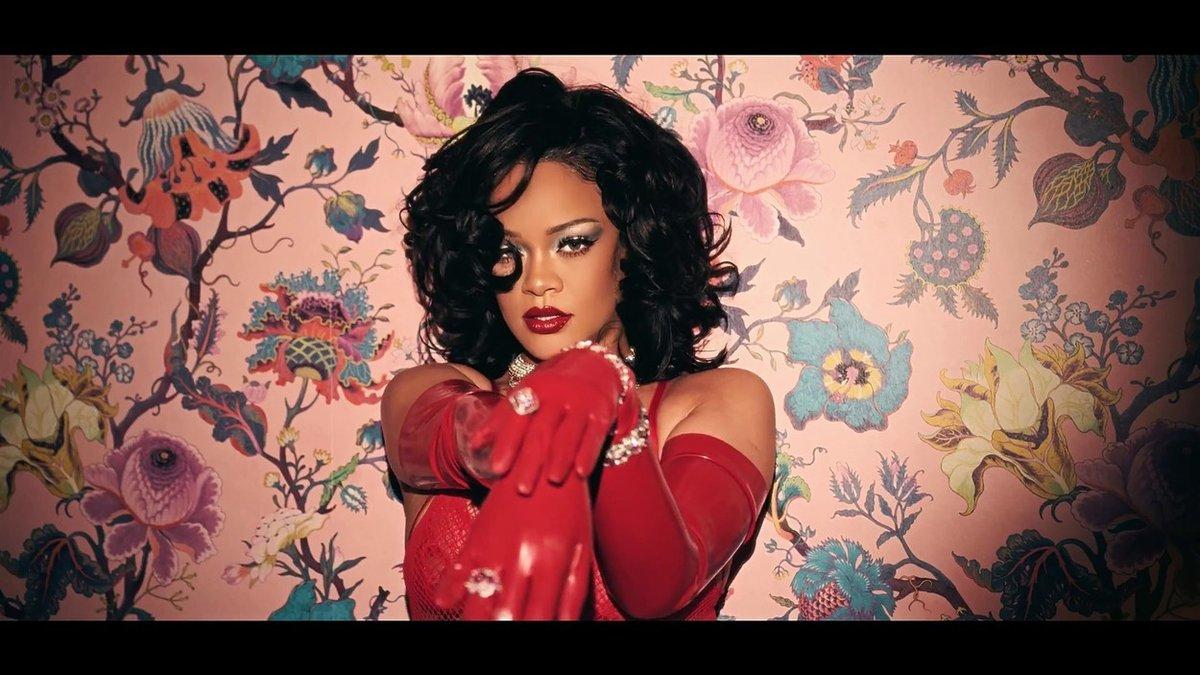 Rihanna představila novou valentýnskou kolekci prádla značky SAVAGE x FENTY