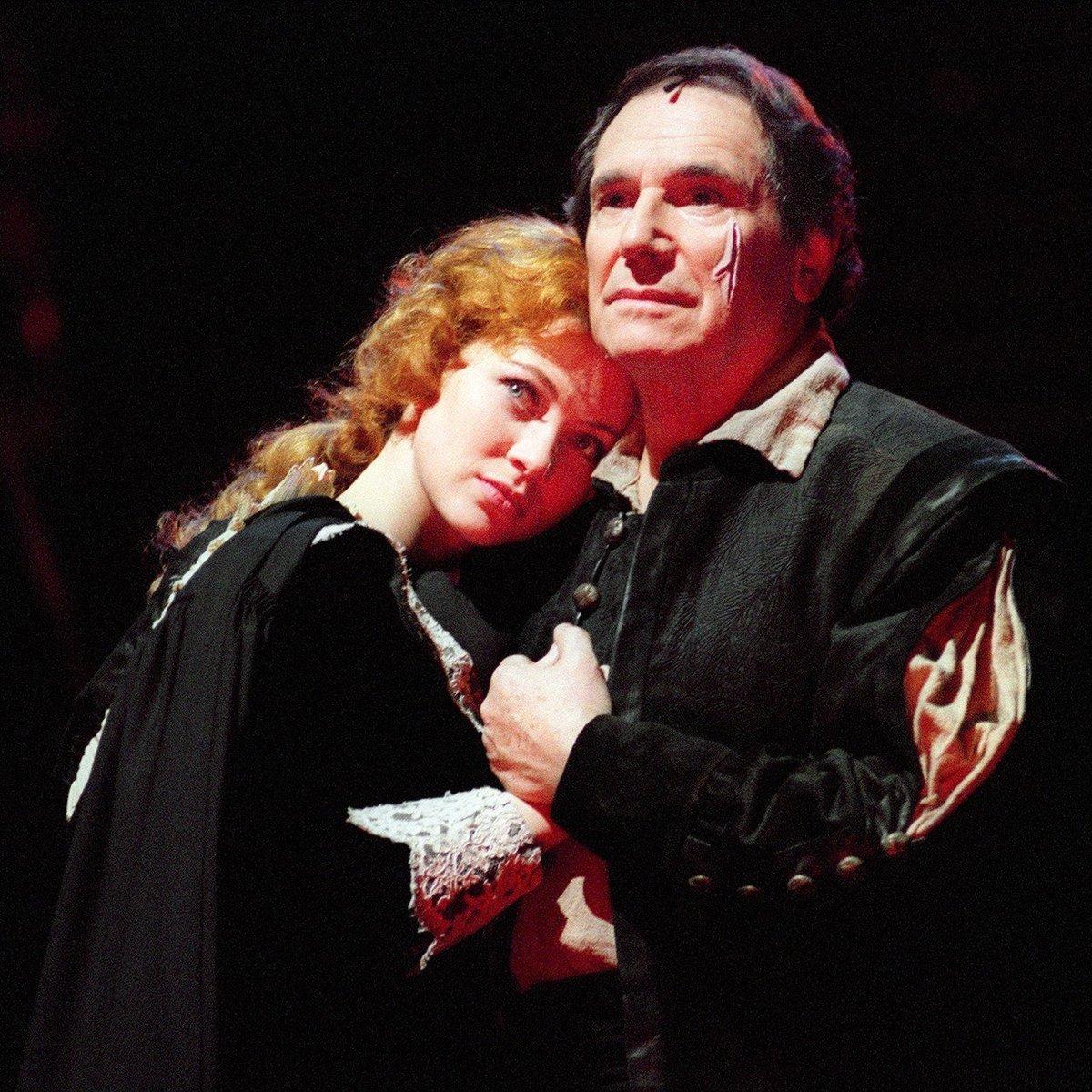 Robert Hossein si roli Peyraca zopakoval i na divadle
