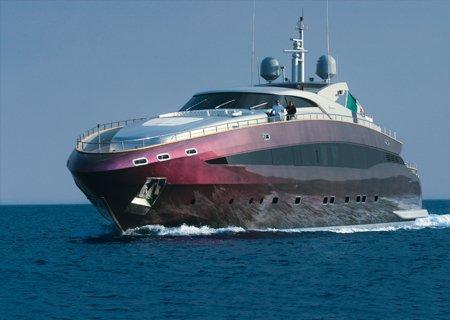 Cavalliho »duhová« jachta v Cannes.