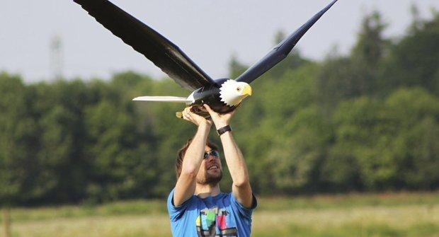 Moderní vynález: Létající strašák ptáků