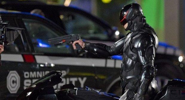 Transformers? Zapomeňte! Robocop by jim urval kola i hlavy!