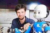 Robot iCub je jako čtyřleté dítě: Výzkumníci z ČVUT ho učí, jak se bezpečněji pohybovat mezi lidmi