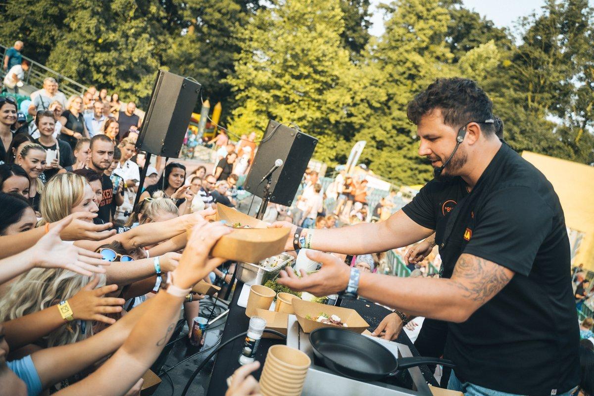 Roman Staša vaří v dodávce a jezdí turné s Markem Ztraceným