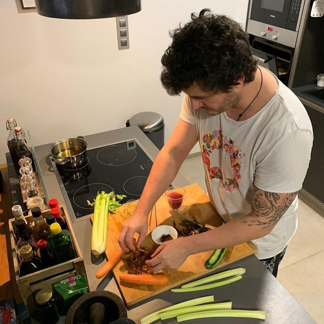 S vařením Roman předvedl i svoji luxusní kuchyň.