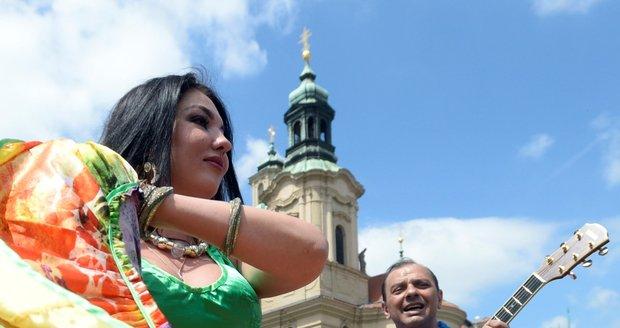 Prahou prošel pestrobarevný průvod v rámci festivalu Khamoro.