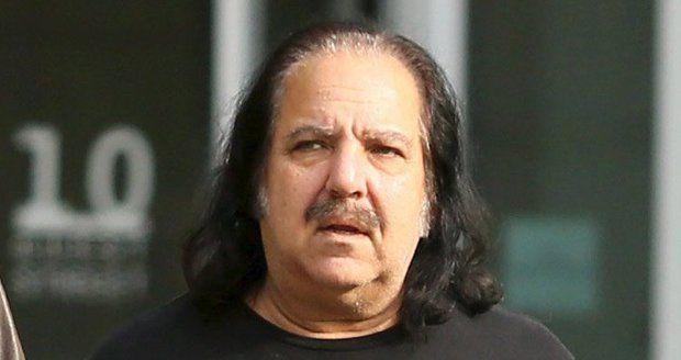 Ron Jeremy má pořádný malér.