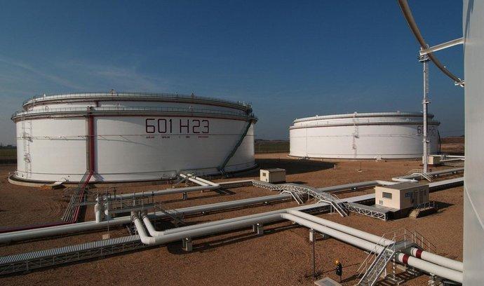ilustrační foto ropných zásobníků