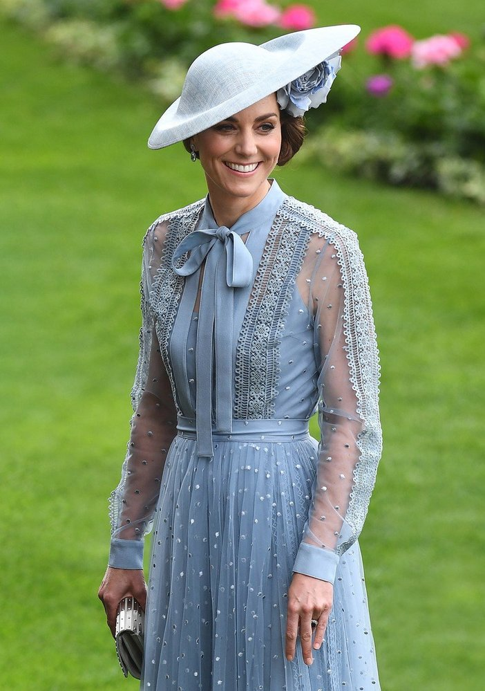 Vévodkyně Kate okouzlila modelem od Elieho Saaba