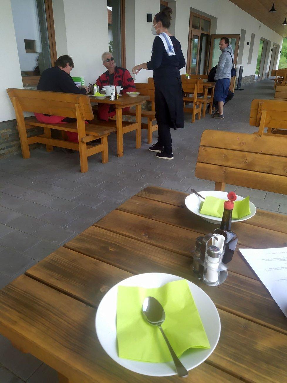 První návštěvníci v restauraci si v pondělí pochutnávali na kulajdě. K výběru z menu pak měli dvě jídla.
