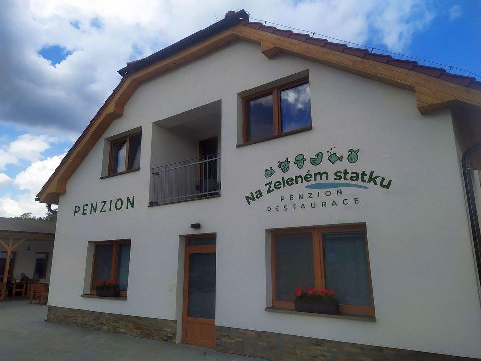 Ideální výletní cíl. Penzion se nachází ve sportovním areálu v Rašovicích na Vyškovsku, poblíž vedou i dvě cyklostezky.