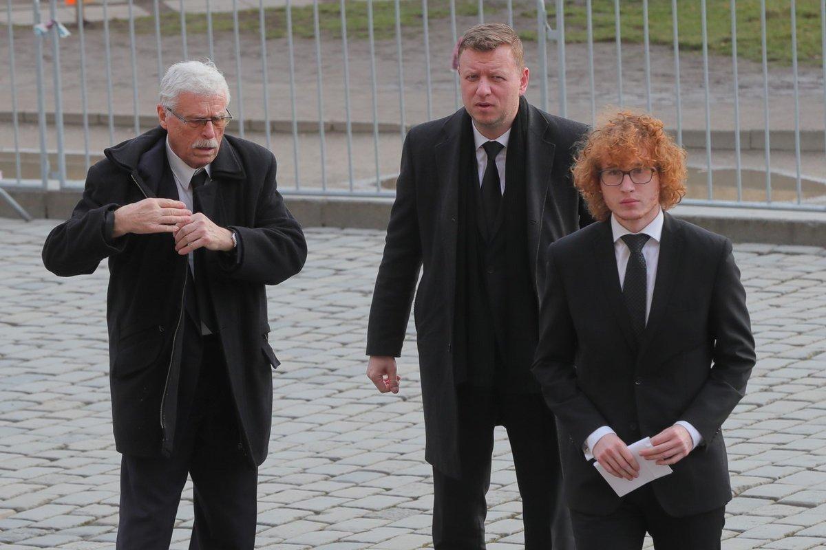 Policejní manévry před budovou pražského Rudolfina, kde se uskuteční smuteční akce k uctění památky zesnulého šéfa Senátu Jaroslava Kubery (3. 2. 2020)
