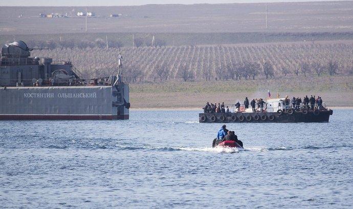 Ruská armáda se na Krymu zmocnila dalších ukrajinských lodí