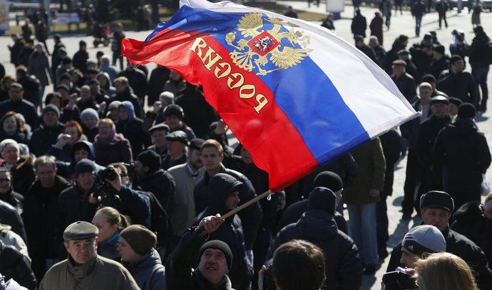 Ruská intervence na Krymu má své příznivce. Snímek je z demonstrace v Doněcku (10. března)