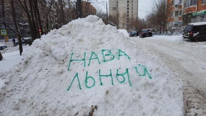 Jakákoli zmínka o vůdci opozice Navalném je v Rusku zničena.