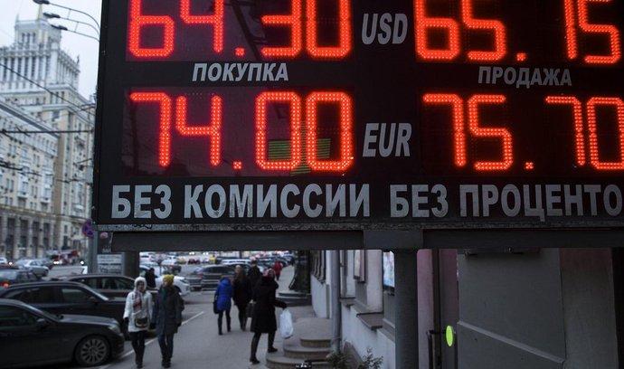Rusko se rozhodlo podpořit ekonomiku nižšími úroky, rubl klesl