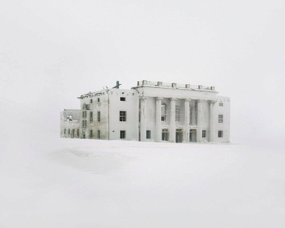 Kulturní centrum bývalého hornického městečka. To bylo zcela opuštěno, aby se záhy stalo cvičným cílem pro bombardování armádou. V roce 2003 město navštívil i Vladimír Putin, aby sledoval, jak na budovu na fotografii dopadne nový druh bomby.