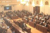 Kurzarbeit prošel Sněmovnou. Novela ochrání lidi před vyhazovem z práce