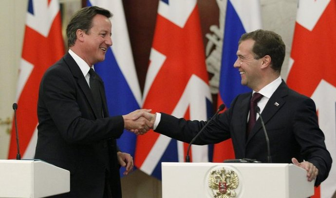 ruský prezident Dmitrij Medvěděv a britský premiér David Cameron
