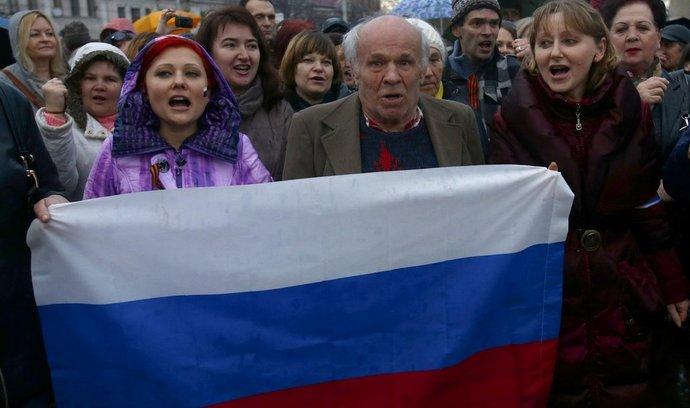 Rusové na Krymu uvítali rozhodnutí parlamentu o připojení k Rusku