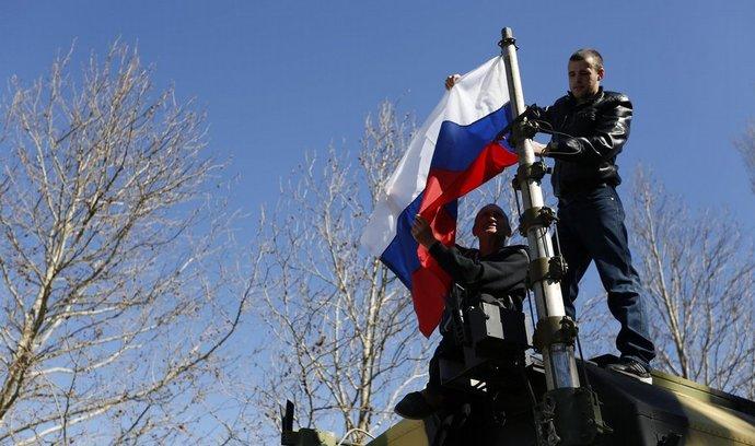 Rusové obsadili další ukrajinskou základnu na Krymu