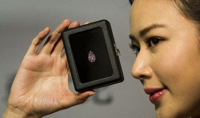 růžový diamant za 17 milionů dolarů