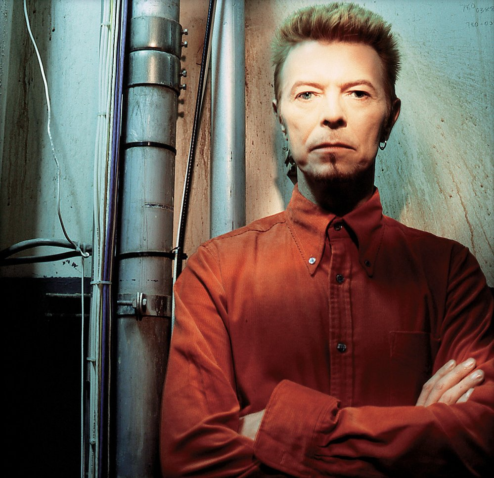 Bowie v období alba Earthling (1997),  na němž reagoval na soudobé trendy vtaneční hudbě
