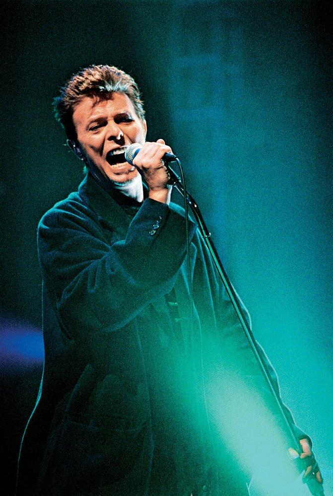 David Bowie při svém posledním pražském koncertě vroce 2004