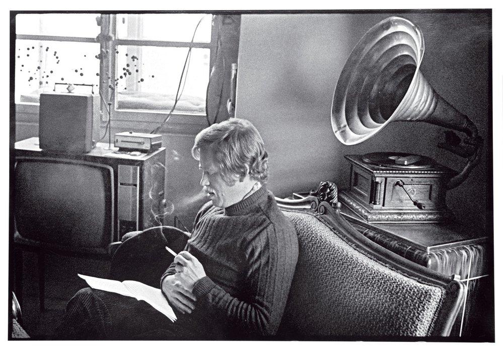 Václav Havel stylizuje vhradčanském bytě  Pavla Kohouta slavný Dopis Gustávu Husákovi (1975)