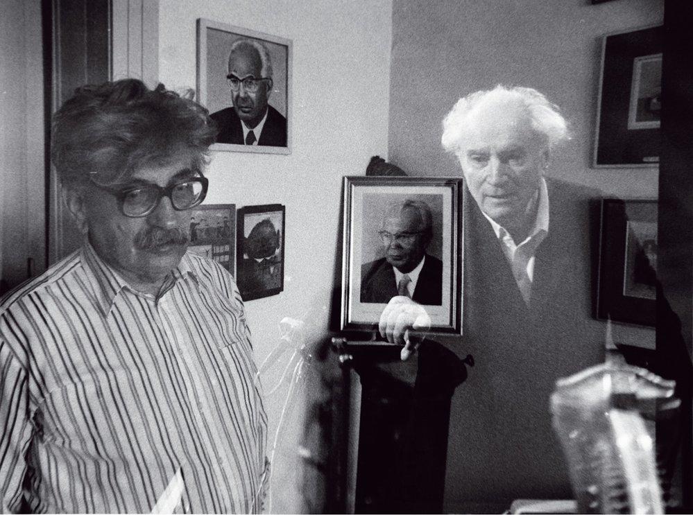 Revoluční dny: spisovatel Ludvík Vaculík adirigent Rafael Kubelík. Mezi nimi Gustáv Husák.