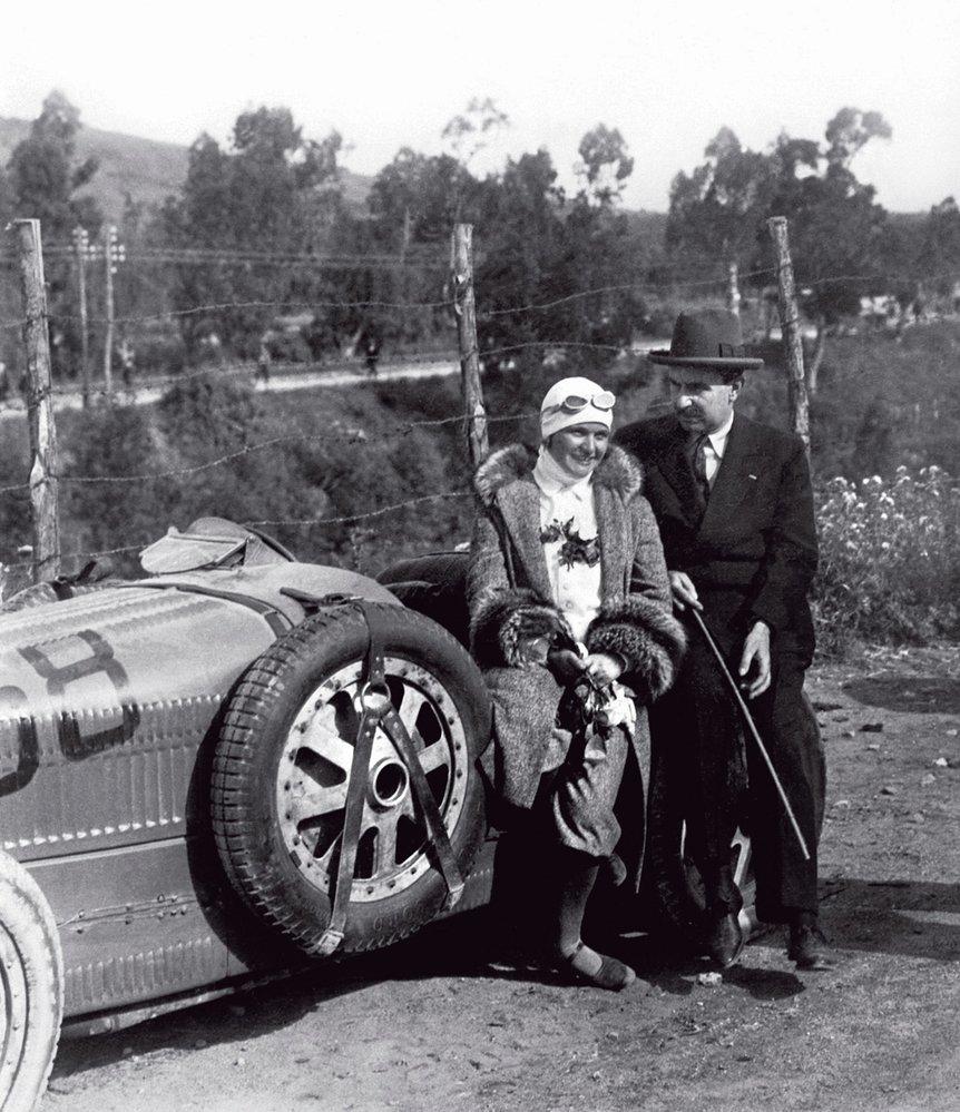 Eliška Junková sVincenzem Floriem, zakladatelem závodu Targa Florio, naněmž česká závodnice zaznamenala vroce 1928 největší úspěch své kariéry (skončila pátá)