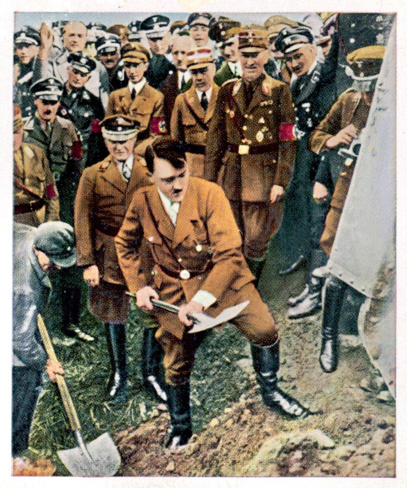 Goebbelsova propaganda vpraxi aúdajný první výkop 23. září 1933. Veskutečnosti se dálnice stavěly vNěmecku už před Hitlerem.
