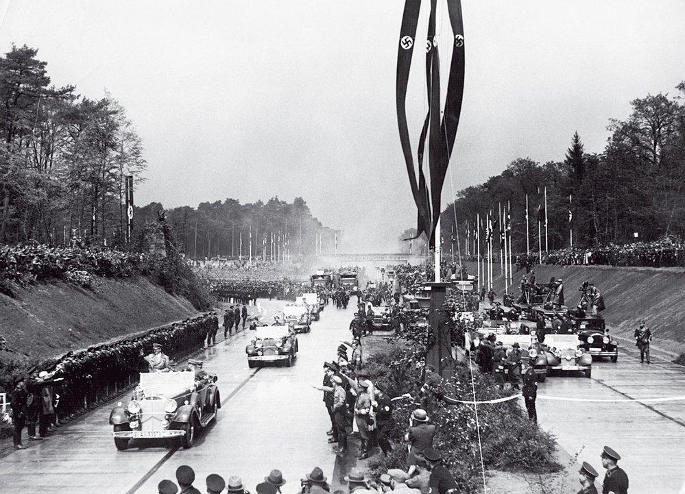 Před 80 lety došlo kpompéznímu otevření Hitlerovy dálnice