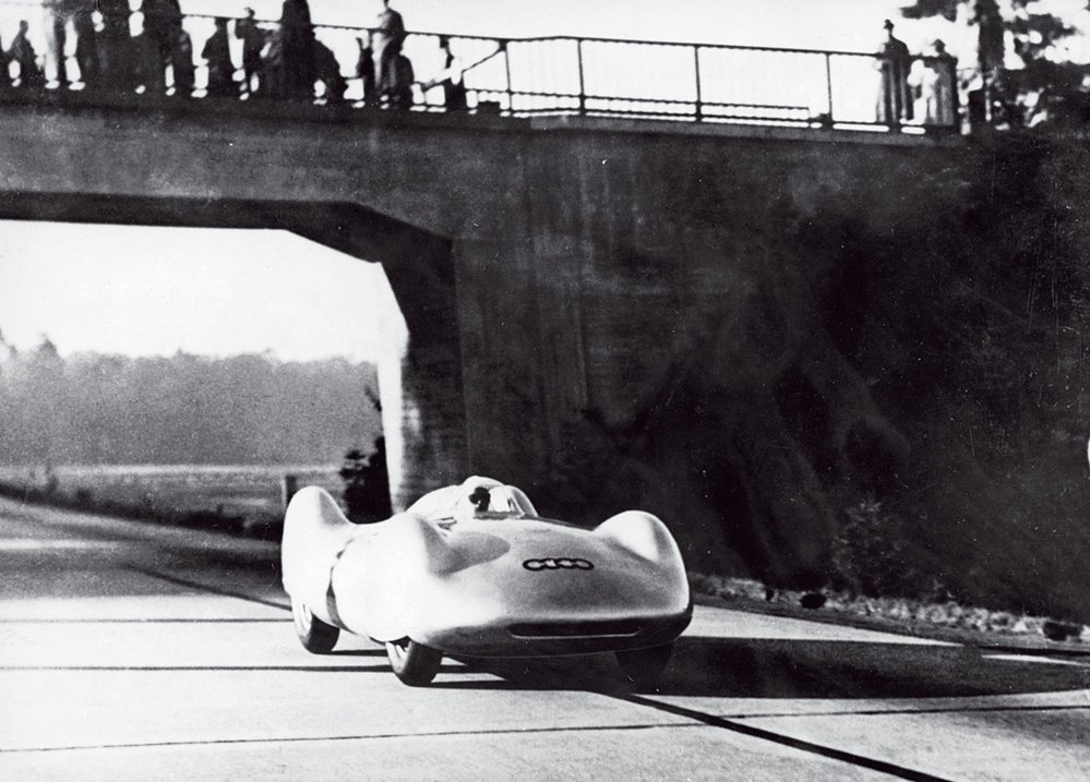Čapkem vzpomínaný Bernd Rosemeyer zahynul vrychlosti kolem 430 km/h