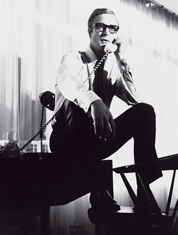 Případ Ipcress (1965) aCaine jako agent Palmer. Přezdívalo se mu Bond střiapůlkami (podle počtu dioptrií) aherec jej považuje zazlomový bod své kariéry.