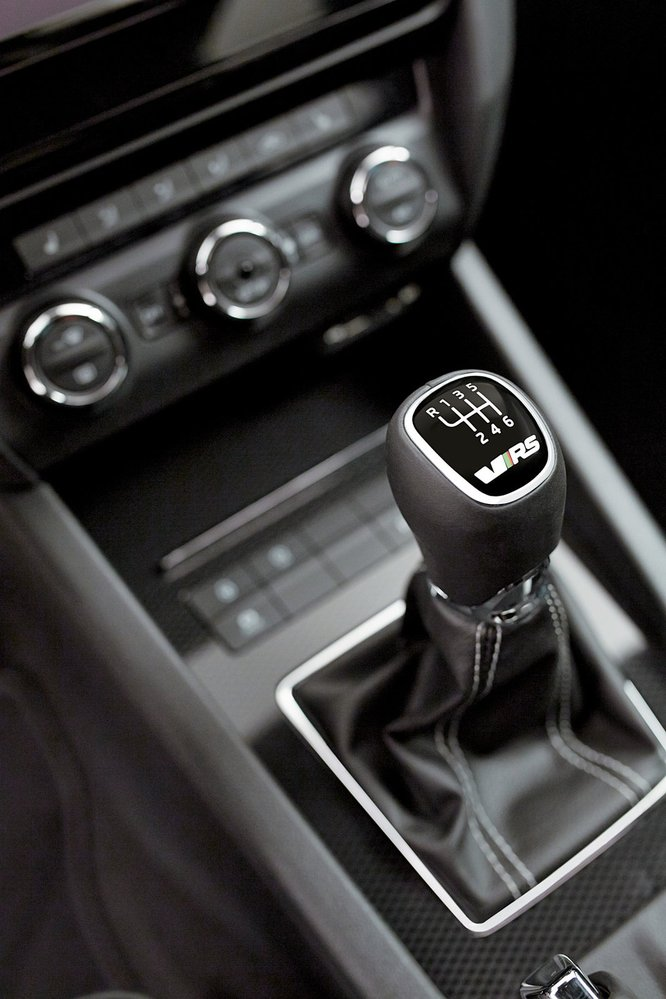 Kromě šestistupňového manuálu se oba motory dodávají isautomatickou převodovkou DSG