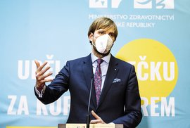 """""""Protiepidemická opatření píšeme na zakázku. Politickou"""", potvrzují úředníci z MZ na tajné nahrávce"""