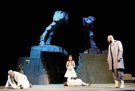Inscenace hry Karla Steigerwalda: skvělé herecké výkony, impozantní scénografie,…
