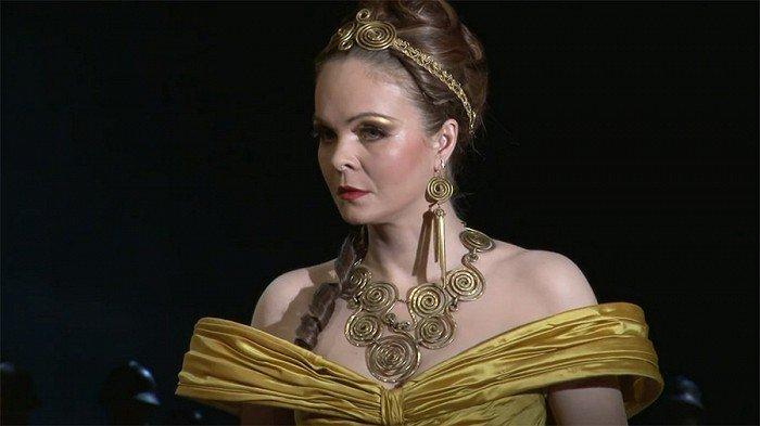 2013 -  Jako Trojská Helena v Shakespearově tragédii Troilus a Kressida.