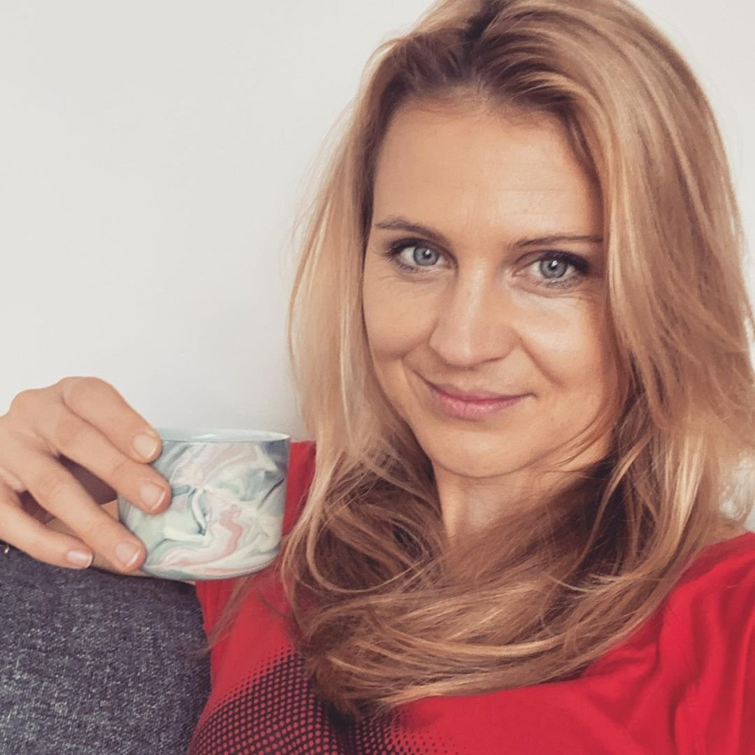 Lucie Šafářová pře relaxu u kávy