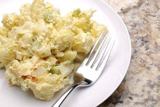 5 triků, díky kterým bude bramborový salát ještě lepší
