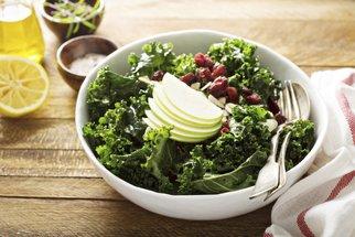 Kadeřávek vám prozáří zimní jídelníček. Ochutnejte salát, pesto nebo francouzský quiche
