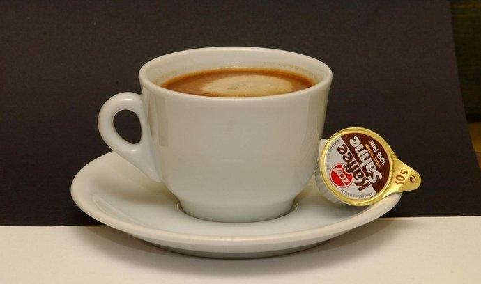 Šálek kávy s mlékem