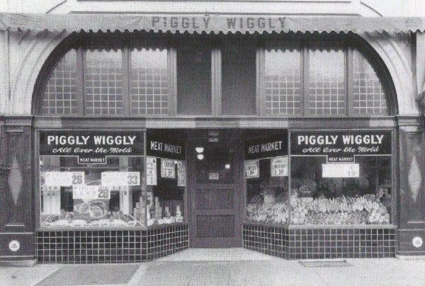 6. září 2016 byl otevřen první samooblužný obchod Piggly Wiggly