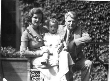 Zakladatel Piggly Wiggly Clarence Saunders s rodinou