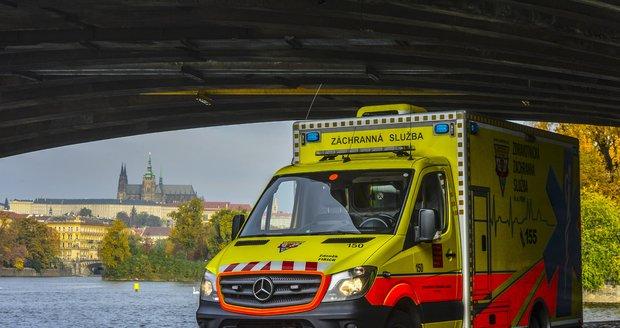 Sanitka pražské záchranky. Ilustrační foto