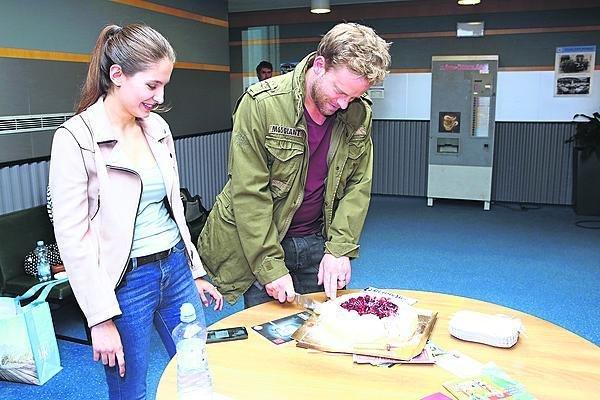 Jakub Prachař dort krájel, ale nejedl.