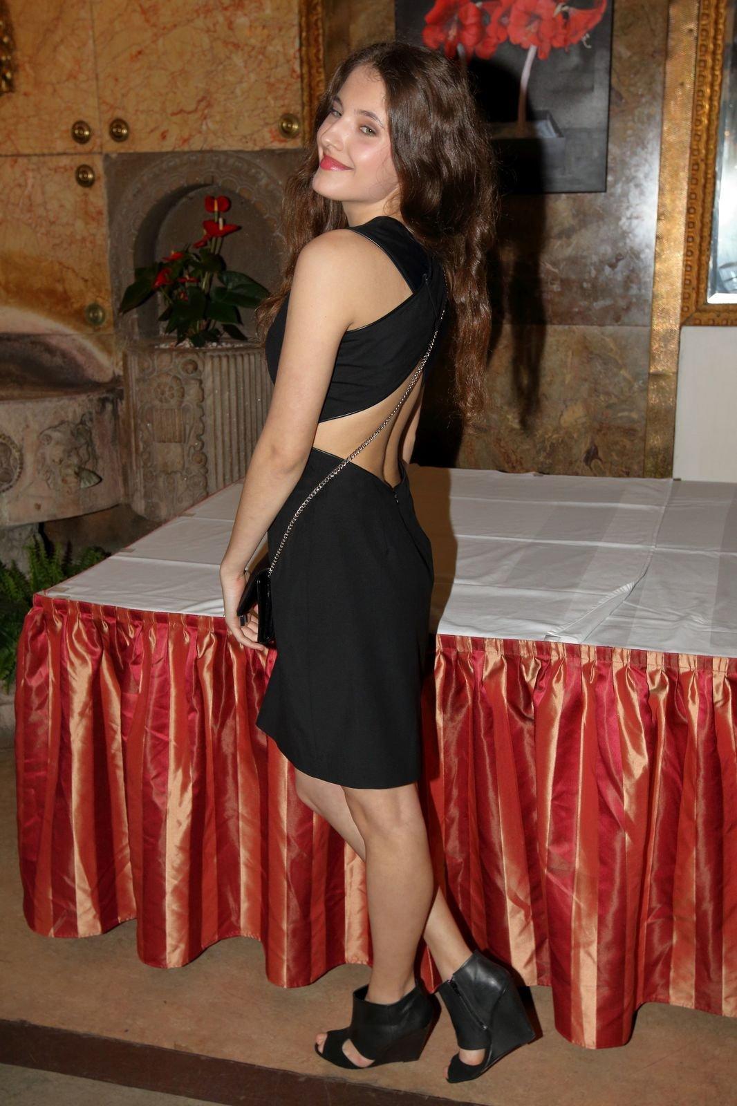 Sara Sandeva