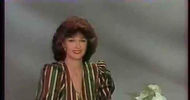 1982: Saskia Burešová jako hlasatelka Československé televize.