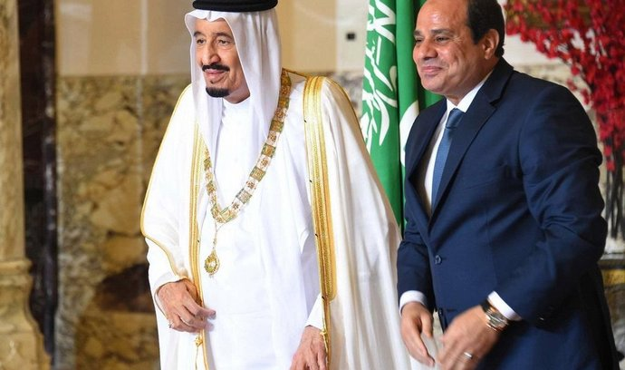 saúdskoarabský král Salmán a egyptský prezident Abdal Fattáh Sísí
