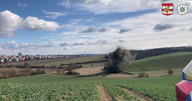 Část válečné munice zlikvidoval policejní pyrotechnik hned poblíž chaty.